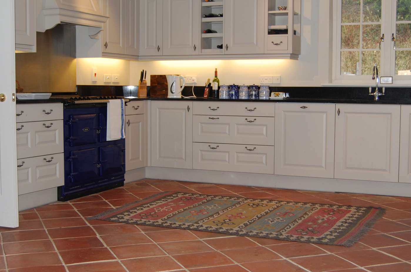 Terracotta floor tiles rustic floor tiles smooth tiles for Terracotta kitchen ideas